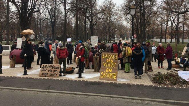 (image d'archives) Environ 80 personnes ont manifesté devant la préfecture de Colmar, jeudi 24 janvier, en solidarité avec une famille albanaise sous le coup d'une procédure d'expulsion immédiate © © Éric Kleinhoffer / France 3 Alsace