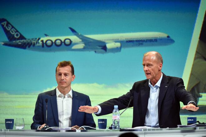 Guillaume Faury, nouveau PDG d'Airbus, et Tom Enders, ancien PDG, à Toulouse, en février 2019. © AFP