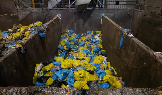Sacs Tri'Sac à l'usine de traitement des déchets Alcéa. © Thibault Dumas