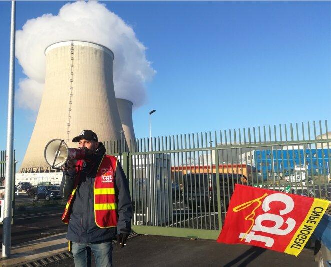 Le syndicaliste Charles-Adrien Carlhant devant la centrale de Nogent-sur-Seine, le 6 février. © D.I.