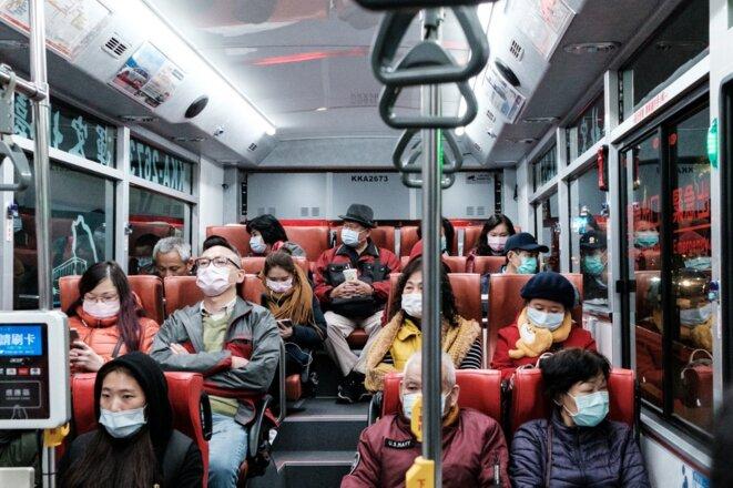 Des passagers d'un bus à Taipei le 4 février 2020. © Jose Lopes Amaral/NurPhoto/AFP