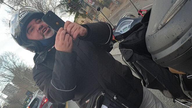 Cédric Chouviat lors de son contrôle par les policiers, le 3 janvier 2020. © Document Mediapart