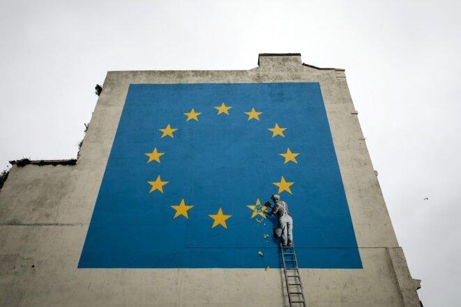 Peinture murale de Banksy dans une rue du port de Douvres. © Vocal Europe