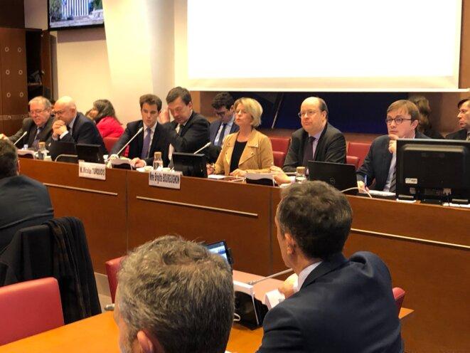 La commission spéciale sur la réforme des retraites, et sa présidente, Brigitte Bourguignon. © MJ
