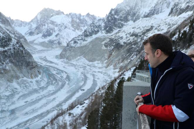 Emmanuel Macron devant la mer de Glace, le 13 février 2020. © AFP