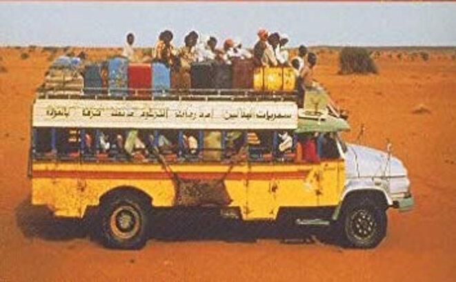"""Un camion, comme tant de camions qui ont transporté les voyageurs et les déplacés. / Illustration en couverture de l'album d'Abdel Gadir Salim, """"Blues de Khartoum""""."""