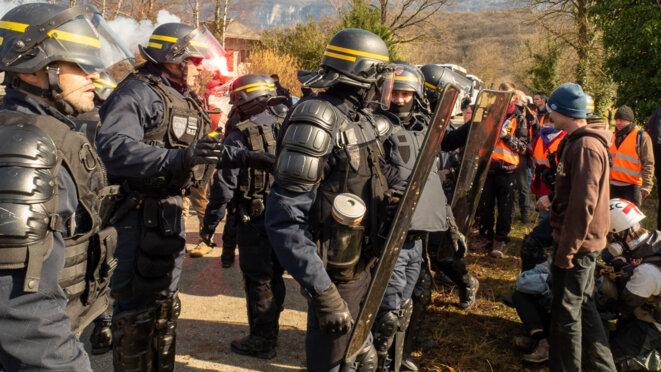 les forces de l'ordre face à la non-violence © plbillot
