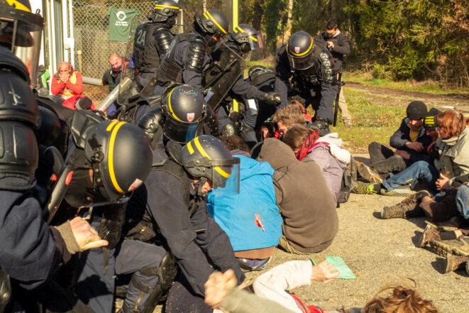 gazage des militants pacifistes © plbillot