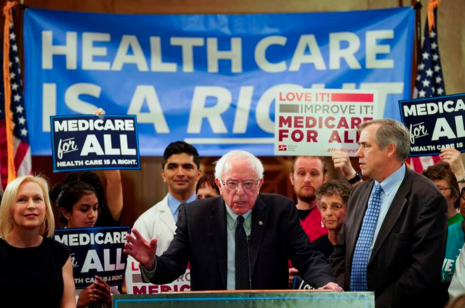 Bernie Sanders présente sa loi « Medicare for all » en avril 2019, au Sénat de Washington. © Reuters