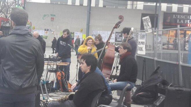 Musiciennes et musiciens de jazz à place des Fêtes, Paris 19e © Marjorie Milona