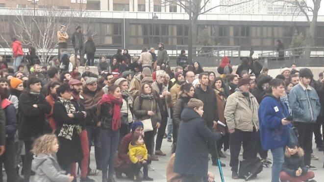 public festif à place des Fêtes pour Danse en grève Paris 19e © Marjorie Milona