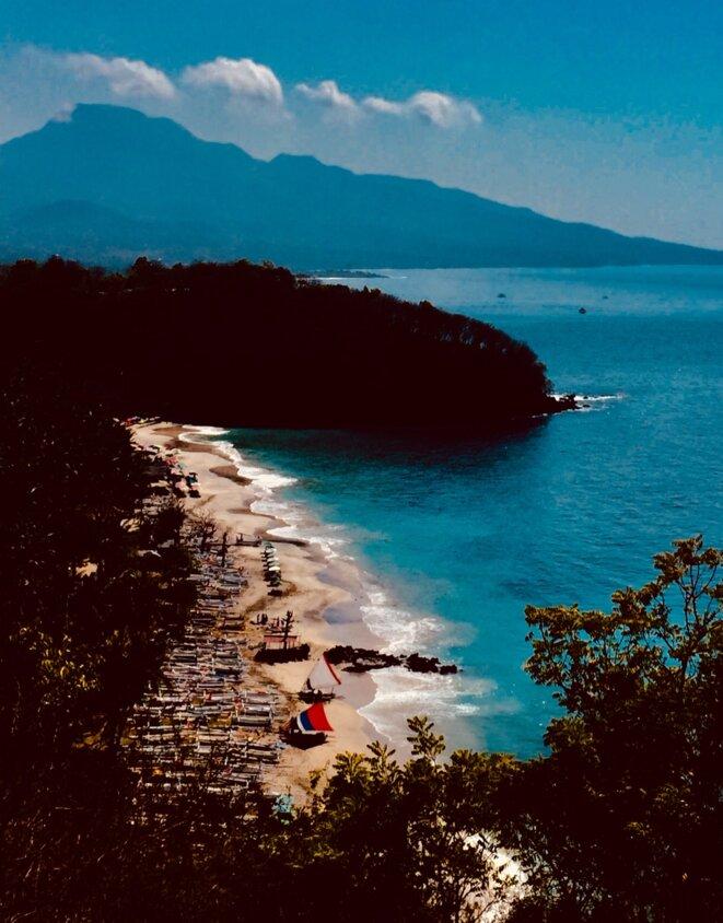 La plage de Pasir Putih le matin © Claude Hudelot