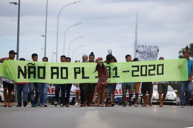 Una manifestación indígena contra el Bolsonaro frente al Parlamento en Brasilia el 12 de febrero de 2020. © Reuters