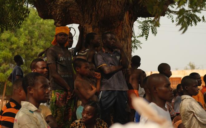 À Anfouin, les habitants assistent au meeting de Jean-Pierre Fabre (ANC) . © OM
