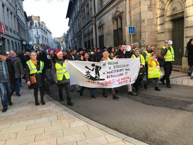 Manifestation des Gilets jaunes et contre la réforme des retraites à Besançon le 21 décembre 2019 [Photo YF]