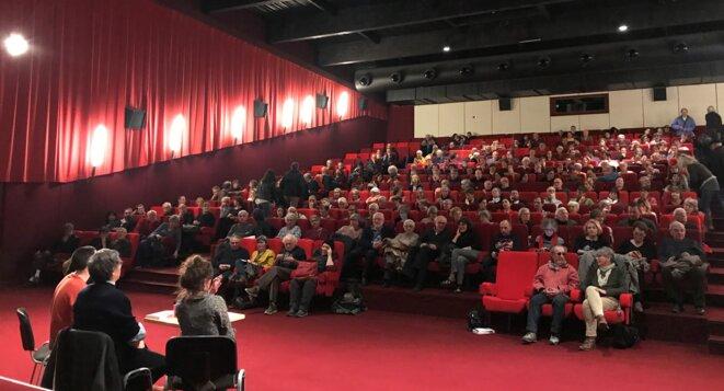 Près de 300 personnes venues écouter Emmanuel Todd à Auch le 14 février [Photo YF]