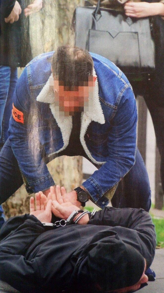 L'arrestation musclée de Pavlenski © Inconnu