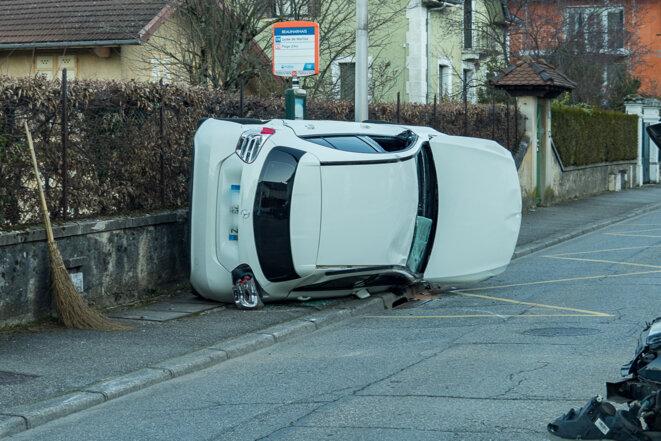 lundi 24/02, 7h du matin avenue de St Simond à Aix-les-Bains, pas de piéton à l'arrêt de bus... © plbillot