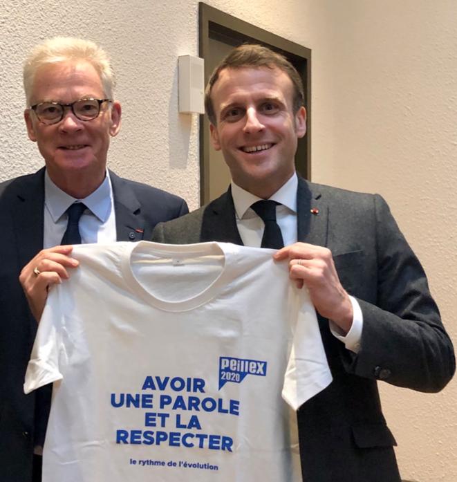 Emmanuel Macron et le maire de Saint-Gervais, le 13 février. «Make our parole great again» pourrait être un bon slogan pour toutes les prochaines élections...