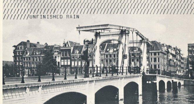 Endre Tót, Unfinished Rain, 1980 Carte postale — 10 × 15 cm © Endre Tot, Courtesy Galerie Salle Principale, Paris
