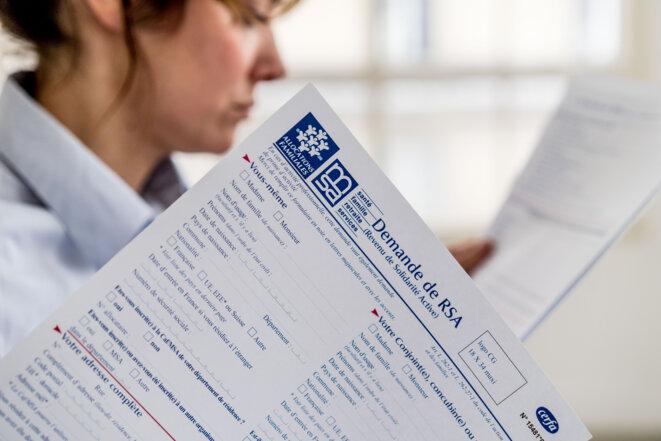 Un formulaire de demande du RSA, appelé à être fondu dans le RUA. © GARO/PHANIE GARO / Phanie / AFP