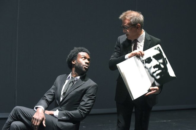 """Scène de """"Baldwin/Avedon, entretiens imaginaires"""" © Tristan Jeanne-Valès"""