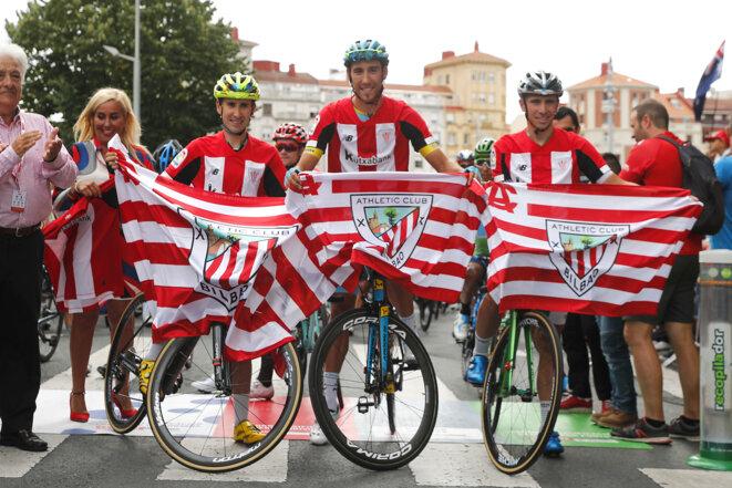 L'Athletic Bilbao, un symbole pour ses supporters, qu'importe le moment comme ici lors du Tour d'Espagne | © Iconsport