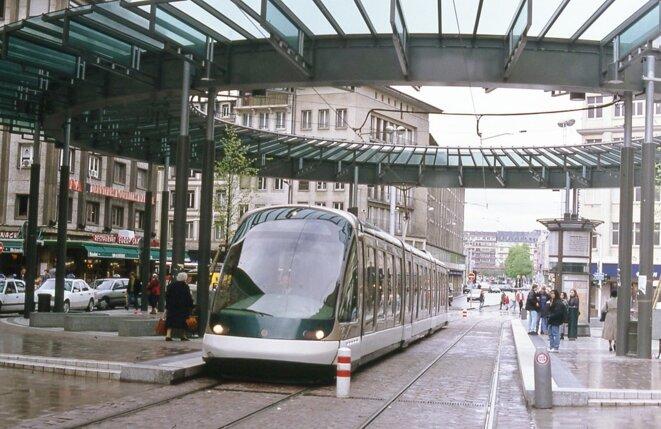 Centre ville de Strasbourg, place de l'Homme de fer, le tram au coeur de la ville