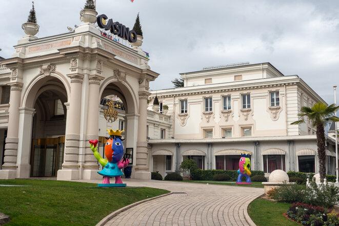 Aix-les-Bains en Savoie, Casino, Thermes, lac du Bourget, massif des Bauges et villégiature pour retraités © plbillot