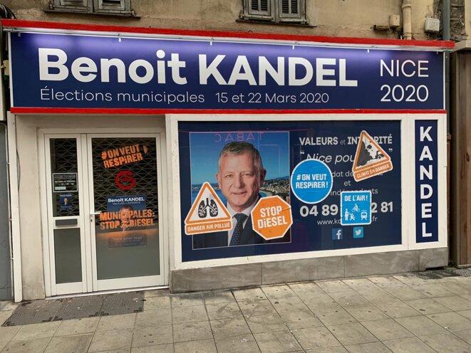 """Dégradation de la vitre de la permanence de Benoît KANDEL """"Nice pour tous"""" © Didier CODANI"""