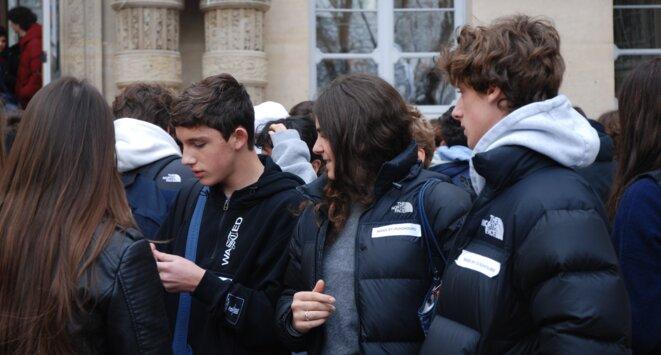 Action réalisée dans un lycée parisien pour sensibiliser les élèves à la situation des Ouïghours