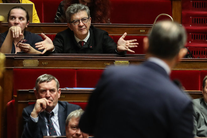 Jean-Luc Mélenchon et le premier ministre Édouard Philippe (de dos) le 3 mars à l'Assemblée nationale. © AFP / Ludovic Marin