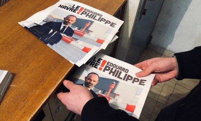 Les militants distribuent le programme d'Édouard Philippe. © ES