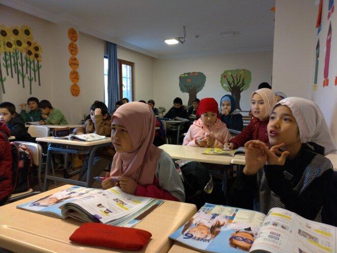 Cours d'anglais à l'école ouïghoure de Selimpasa, à Istanbul. © NC