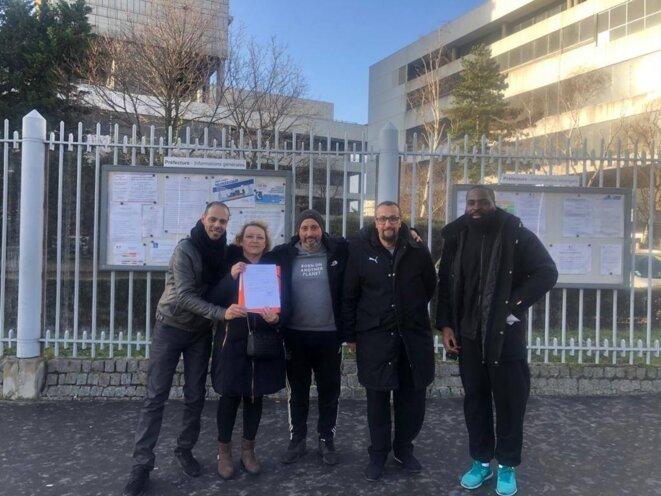 « Agir pour ne plus subir » dépose sa liste à la préfecture de Nanterre (Hauts-de-Seine), le 26 février. © Page Facebook UDMF Nanterre 2020