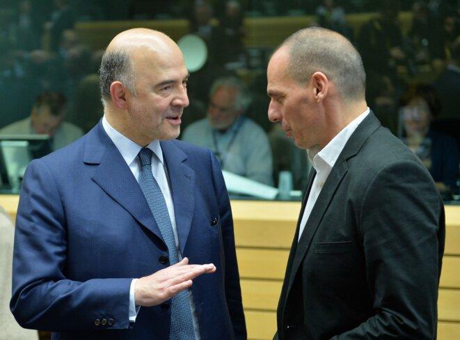 Pierre Moscovici et Yánis Varoufákis avant l'ouverture de l'Eurogroupe du 25 juin 2015 à Bruxelles. © AFP
