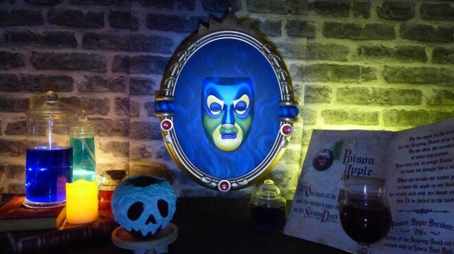 Miroir à reconnaissance faciale pour contes de fée. Ancien modèle. © X