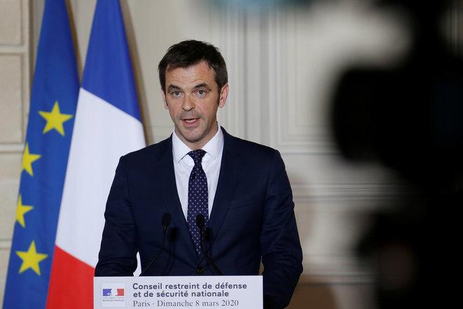 El ministro de Sanidad Olivier Véran tras la reunión del Consejo de Defensa del 8 de marzo de 2020. © Pascal Rossignol/AFP