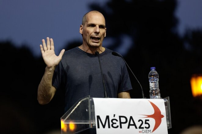 Yánis Varoufákis le 3 juillet 2019 à Athènes, en campagne pour son parti, DiEM 25. © AFP