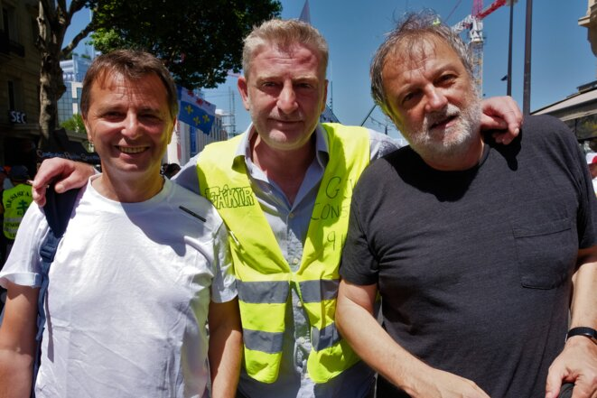 "Didier Maïsto (à gauche), lors de l'acte XXXIII des Gilets jaunes - ""Hommage à nos victimes"" / Paris, le samedi 29 juin 2019. © Ishta / www.ishta.fr"