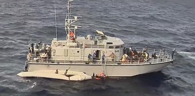Una violenta interceptación de migrantes por parte de la Guardia Costera de Libia en noviembre de 2017, que causó varias muertes. © Captura de vídeo del New York Times