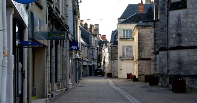 Rue de la République à Issoudun avec un important taux de vacance des locaux , symptôme d'un échec politique