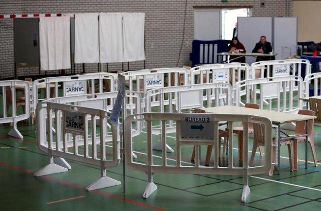 Un bureau de vote à Carnac (Morbihan). © Reuters