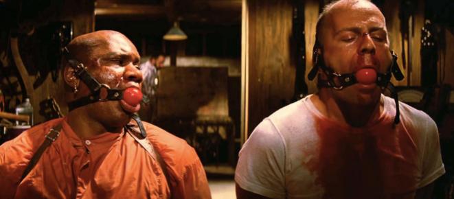 Ving Rhames et Bruce Willis dans Pulp Fiction (1994) © avary.com