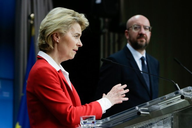 La presidenta de la Comisión, Ursula von der Leyen, frente al presidente del Consejo, el belga Charles Michel, el martes 17 de marzo en Bruselas. © AFP
