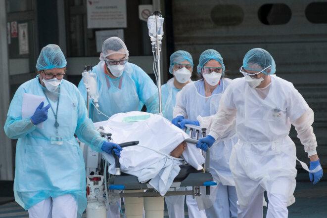 À l'hôpital Emile Muller, à Mulhouse, le 17 mars. © SEBASTIEN BOZON / AFP