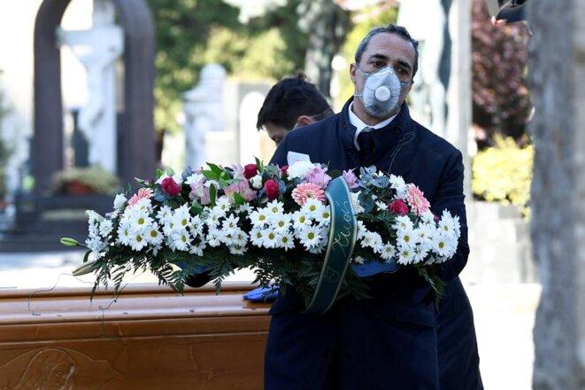 Dans un cimetière de Bergame le 16 mars 2020. © REUTERS/Flavio Lo Scalzo