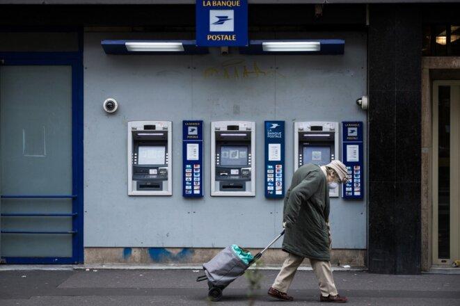Un grand nombre d'agences bancaires restent à ce jour ouvertes, malgré la crise sanitaire. © JOEL SAGET / AFP