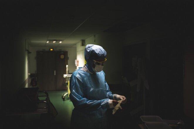 Dans l'unité Covid de l'hôpital de Grasse, sur la Côte d'Azur. © Frederic DIDES / HANS LUCAS / AFP