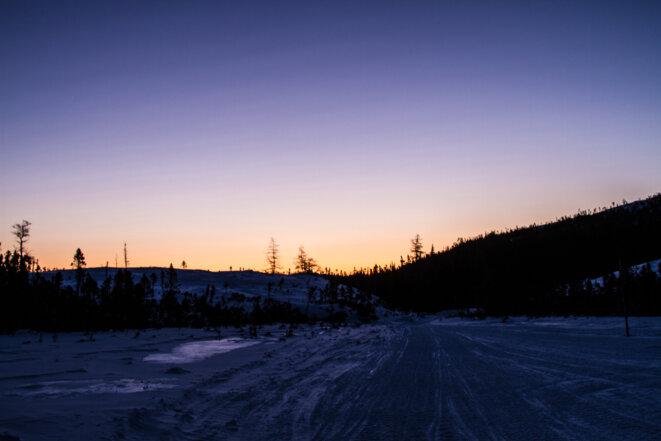 Premier lever de soleil après une nuit sous la tente © Matthieu Delaunay
